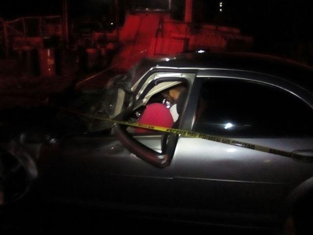 ¡2 muertos tras aparatosa carambola entre 2 autos y un camión urbano en Aguascalientes!