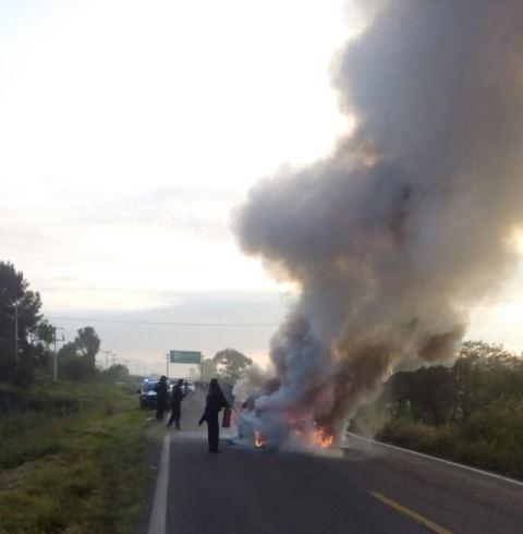 ¡2 lesionados tras un choque entre 2 vehículos e incendio en Aguascalientes!