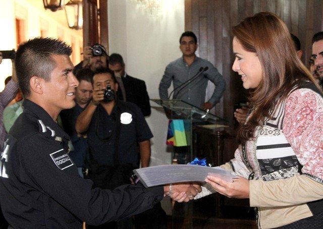 ¡Tere Jiménez y empresarios locales demuestran confianza en Policía y Protección Civil!