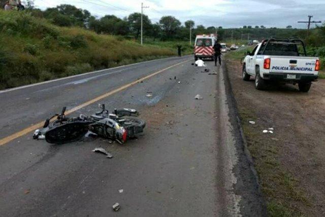 ¡Motociclista murió tras chocar contra una camioneta en San Juan de los Lagos!