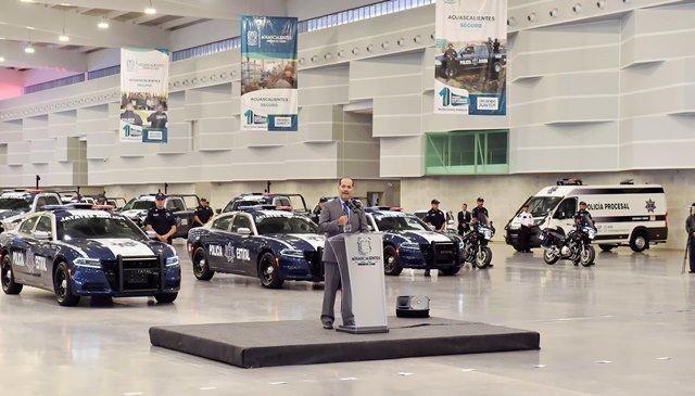 ¡Entrega gobernador vehículos a corporaciones policíacas con recursos por 32mdp!