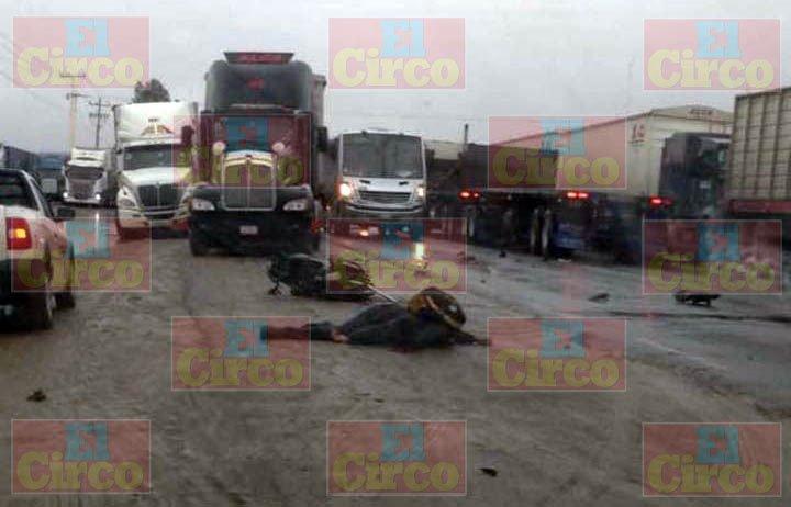 ¡Motociclista murió tras estrellarse contra un tráiler en Calera, Zacatecas!