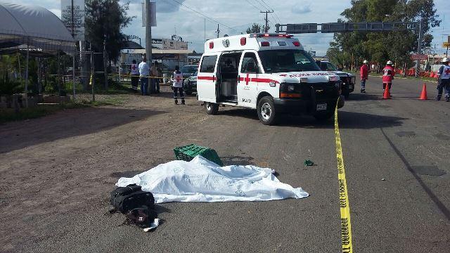 ¡Joven motociclista murió tras ser embestido por un tráiler en Aguascalientes!