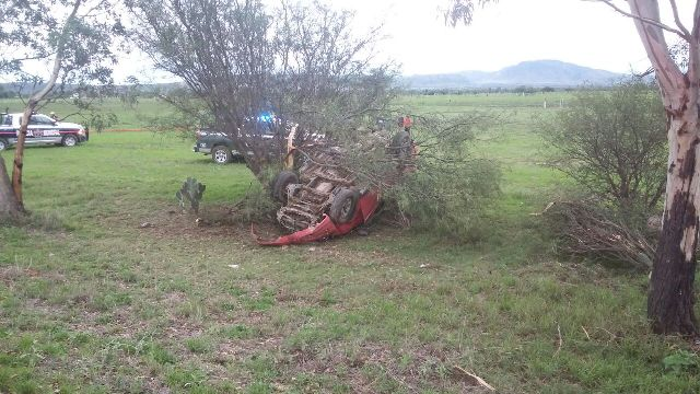 ¡Joven murió tras volcar su camioneta y chocar contra 3 árboles en Aguascalientes!