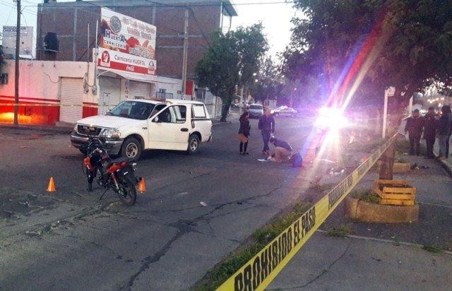 GALERIA/MUEREN DOS MUJERES AL CAER DE UNA MOTOCICLETA EN AGUASCALIENTES