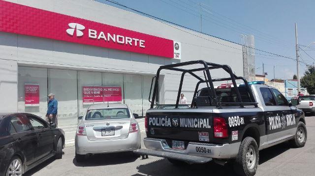 """¡""""Paqueros"""" despojaron de $15 mil a una mujer afuera de un banco en Aguascalientes!"""