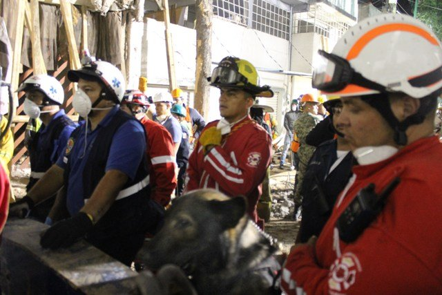 ¡Gracias a binomio canino del Municipio de Aguascalientes localizan a víctimas del terremoto!