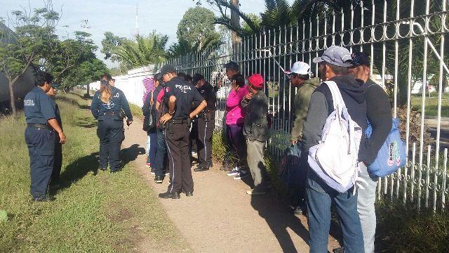 ¡Camión urbano choca por alcance contra un tráiler en Aguascalientes: 6 lesionados!