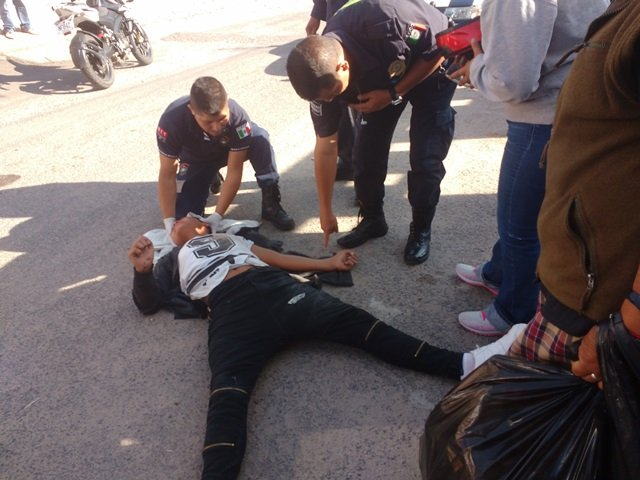 ¡Adolescente lesionado tras una caída de motocicleta en Lagos de Moreno!