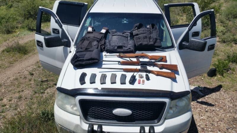 ¡Policías estatales preventivos aseguraron armamento y camioneta robada en Noria de Ángeles, Zacatecas!