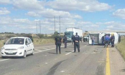 ¡Dos policías ministeriales heridos en volcadura en Guadalupe, Zacatecas!