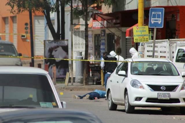 ¡En pleno Centro de Guadalupe fue ejecutado un desconocido a balazos!