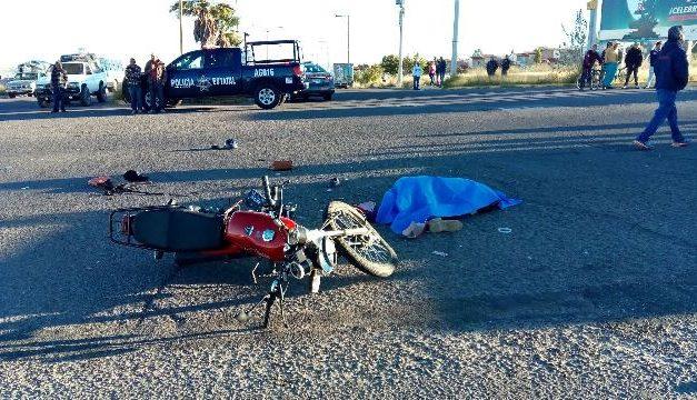 ¡1 muerta y 2 lesionadas tras choque entre motocicleta y camioneta en Aguascalientes!