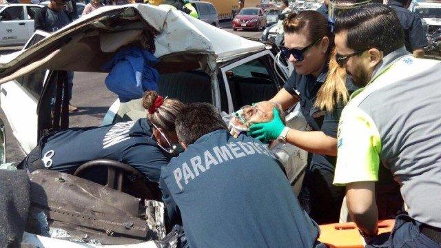¡Trailero provocó impresionante carambola en Aguascalientes: 8 lesionados!