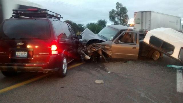 ¡Fuerte carambola entre 3 camionetas en Aguascalientes!