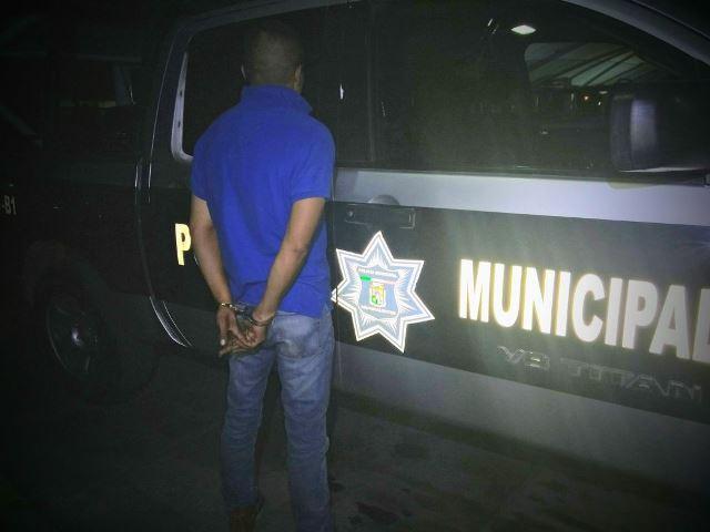 ¡Detuvieron a sujeto que golpeó a su esposa y amenazó a policías municipales en Aguascalientes!