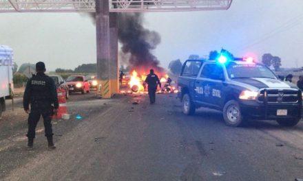 ¡Automovilista murió tras chocar contra un pilar de concreto de la Puerta de Acceso Oriente en Aguascalientes!