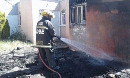 ¡Rescataron a 2 jóvenes de una casa que se incendiaba en Aguascalientes!