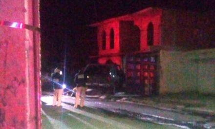 ¡1 persona muerta y 1 lesionada tras incendiarse una camioneta en Fresnillo!