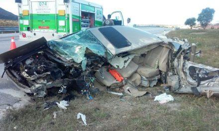 ¡Automóvil se estrelló contra un tráiler en Lagos de Moreno: 3 lesionados!