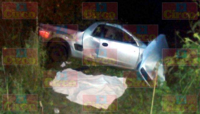¡Chofer de camioneta murió tras chocar contra un tráiler en Lagos de Moreno!