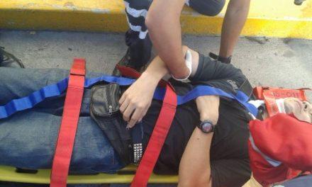 ¡2 lesionados tras fuerte accidente de un taxi en Aguascalientes!