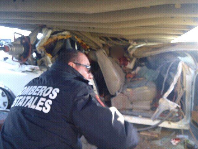 ¡Identificaron a las víctimas del fatal accidente entre una camioneta y un tráiler en Aguascalientes!