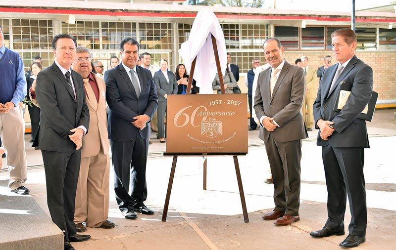 ¡Encabeza el Gobernador 60 Aniversario de la E.S.T. No. 3 en Pabellón de Arteaga!