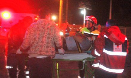 ¡Chofer de camioneta casi fue linchado tras embestir a un motociclista en Lagos de Moreno!