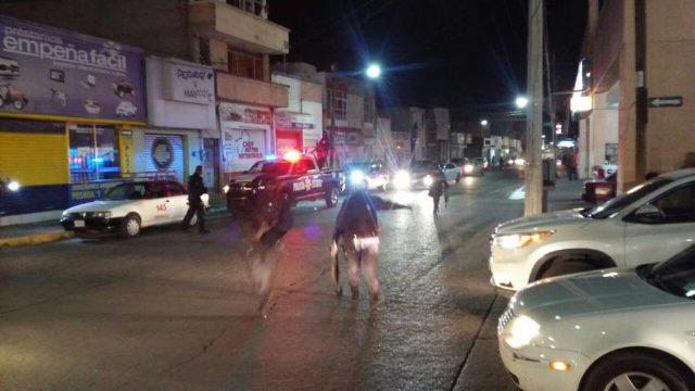 ¡Agredieron a balazos a policías municipales en la Zona Centro de Fresnillo!