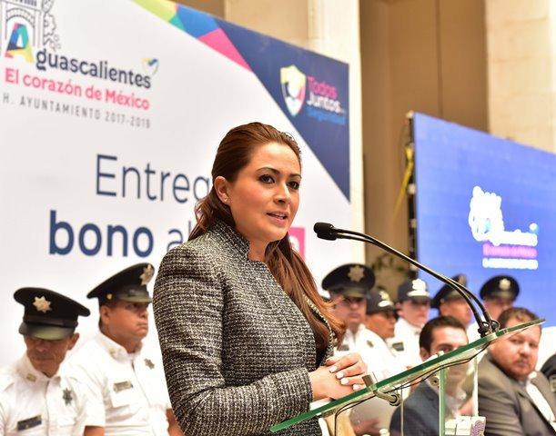 ¡Tere Jiménez premia el trabajo y compromiso de policías municipales de Aguascalientes!