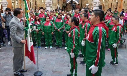 ¡Delegación de Selección Mexicana de Natación recibe abanderamiento!
