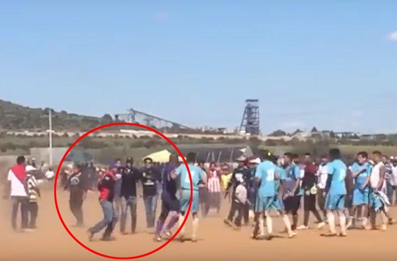 VIDEO&GALERIA/¡Ejecutan a un hombre en un campo de fútbol en Fresnillo!