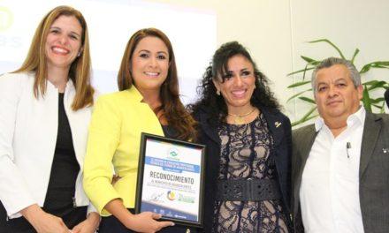 ¡Tere Jiménez recibe reconocimiento del CONALEP!