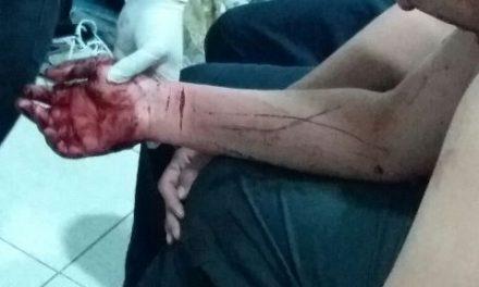 ¡Policías municipales auxiliaron a una persona que se cortó las venas en Aguascalientes!