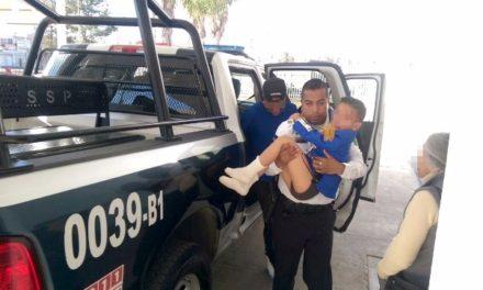 ¡Niño de 5 años de edad fue atacado por un feroz can en Aguascalientes y policías municipales lo auxiliaron!