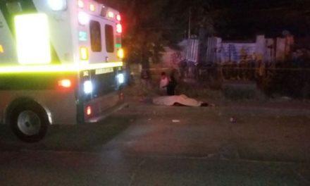 ¡Adolescente murió atropellada por un taxi y un camión urbano en Aguascalientes!
