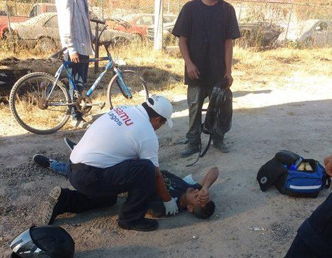 ¡Motociclista lesionado tras chocar de frente contra un auto en Lagos de Moreno!
