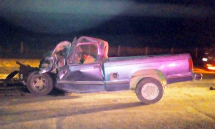 ¡1 muerto tras fuerte choque entre una camioneta y un tráiler en Ojuelos, Jalisco!