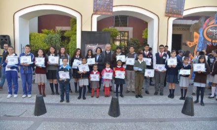 ¡Premian a niños de Jesús María por participar en concurso por Día de Muertos!