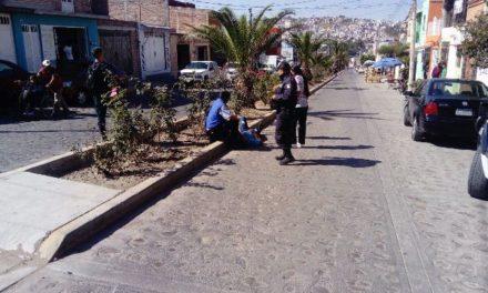 ¡Joven lesionado tras accidentarse en su motocicleta en Lagos de Moreno!