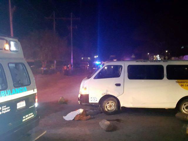 ¡Motociclista murió tras chocar contra una combi en Calvillo, Aguascalientes!