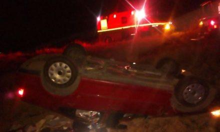 ¡1 muerta y 1 lesionado tras volcadura de un auto en Aguascalientes en plena Navidad!