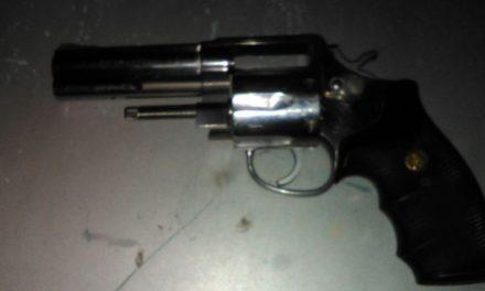 ¡Tras persecución detuvieron a 2 sujetos con un arma de fuego en Aguascalientes!