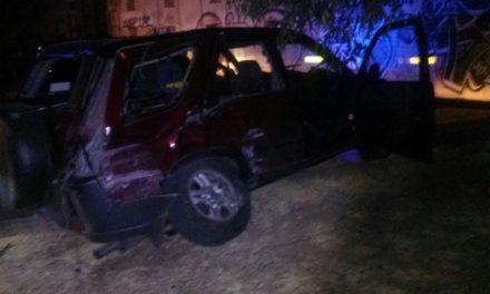 ¡2 jóvenes se salvaron de morir tras de que su camioneta fue embestida por el tren en Aguascalientes!