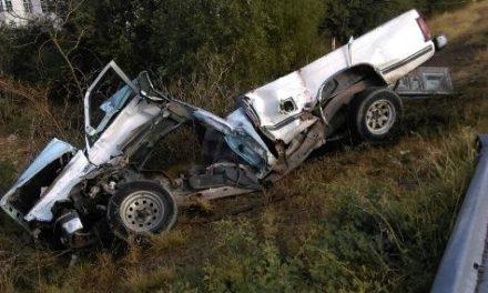 ¡2 muertos 1 lesionado tras choque-volcadura entre camioneta y camión refresquero en Aguascalientes!
