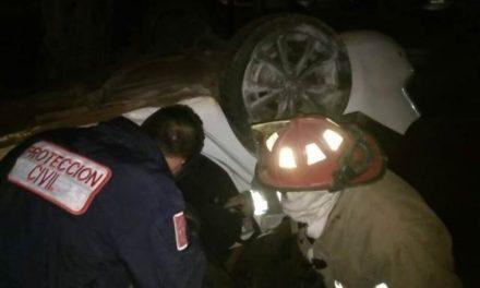 ¡Volcadura de automóvil dejó 2 muertos y 1 lesionado en Zacatecas!