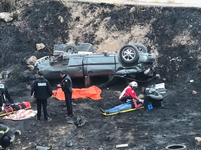 ¡6 zacatecanos lesionados tras volcadura de una camioneta en Aguascalientes!