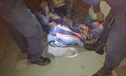 ¡Agresivo sujeto resultó lesionado tras ser atropellado por una camioneta en Lagos de Moreno!