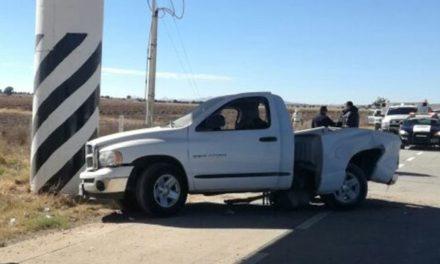 ¡2 muertos y 1 lesionada tras accidente en la autopista Lagos de Moreno-San Luis Potosí!